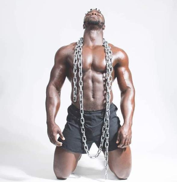 homme-muscle2 Voici l'homme le plus musclé au Sénégal (3 photos)