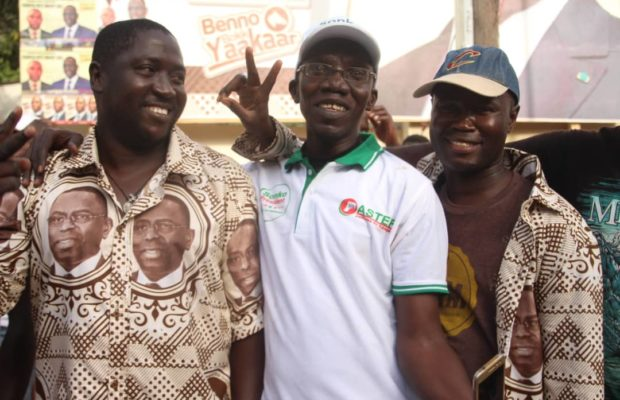 Macky-Sall-et-ceux-de-Ousmane-Sonko-1-620x400 Présidentielle: Les militants de Sonko et Macky Sall posent ensemble! (photos)