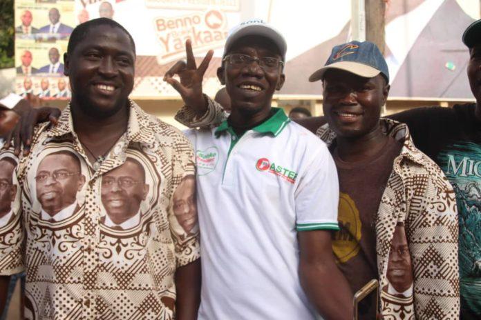 Macky-Sall-et-ceux-de-Ousmane-Sonko-4 Présidentielle: Les militants de Sonko et Macky Sall posent ensemble! (photos)
