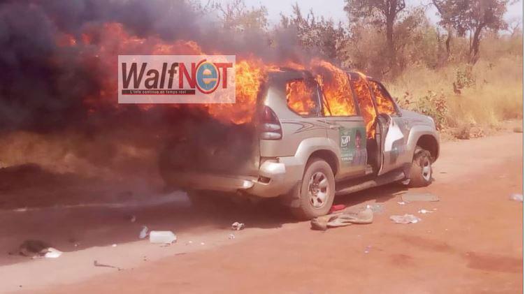 teus-2 Tamba : Voici la Voiture de Pur et Le minicar qui transportait les journalistes (08 Photos)