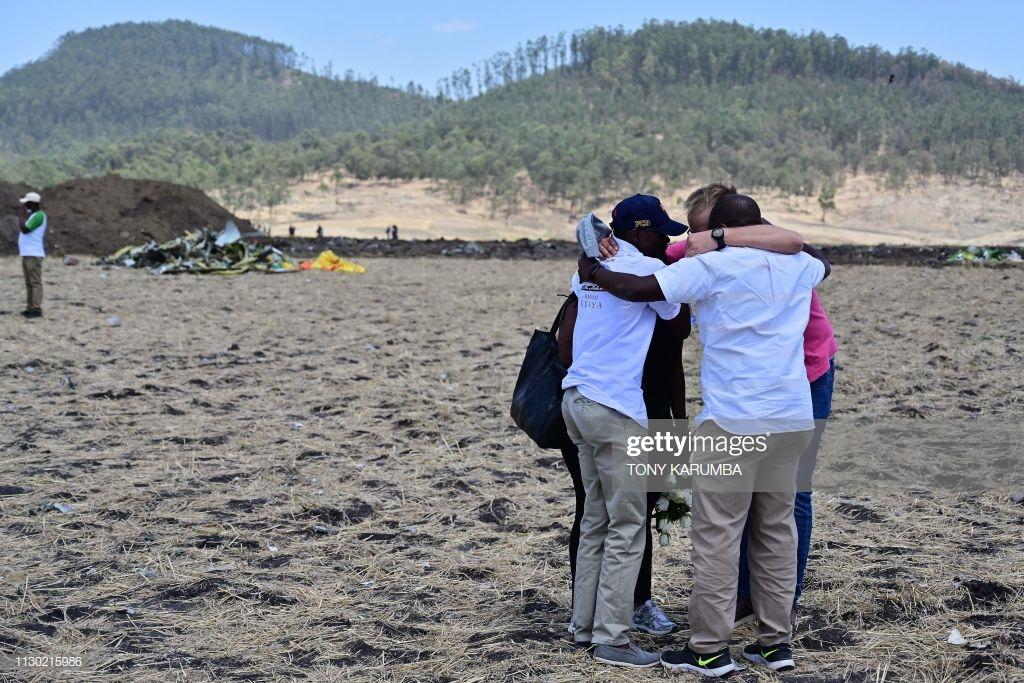 Ethiopian-Airlines-1-3 (28 Photos) Crash Ethiopian Airlines : Les familles des victimes sur les lieux de l'accident pour rendre hommage à leurs proches disparus.