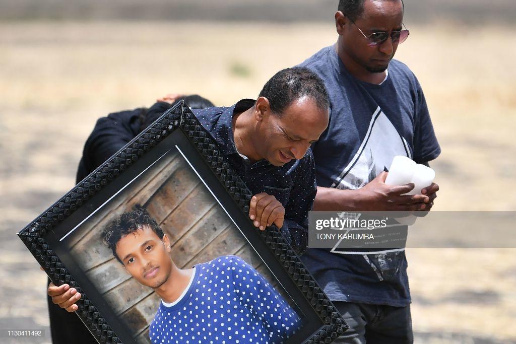Ethiopian-Airlines-14 (28 Photos) Crash Ethiopian Airlines : Les familles des victimes sur les lieux de l'accident pour rendre hommage à leurs proches disparus.
