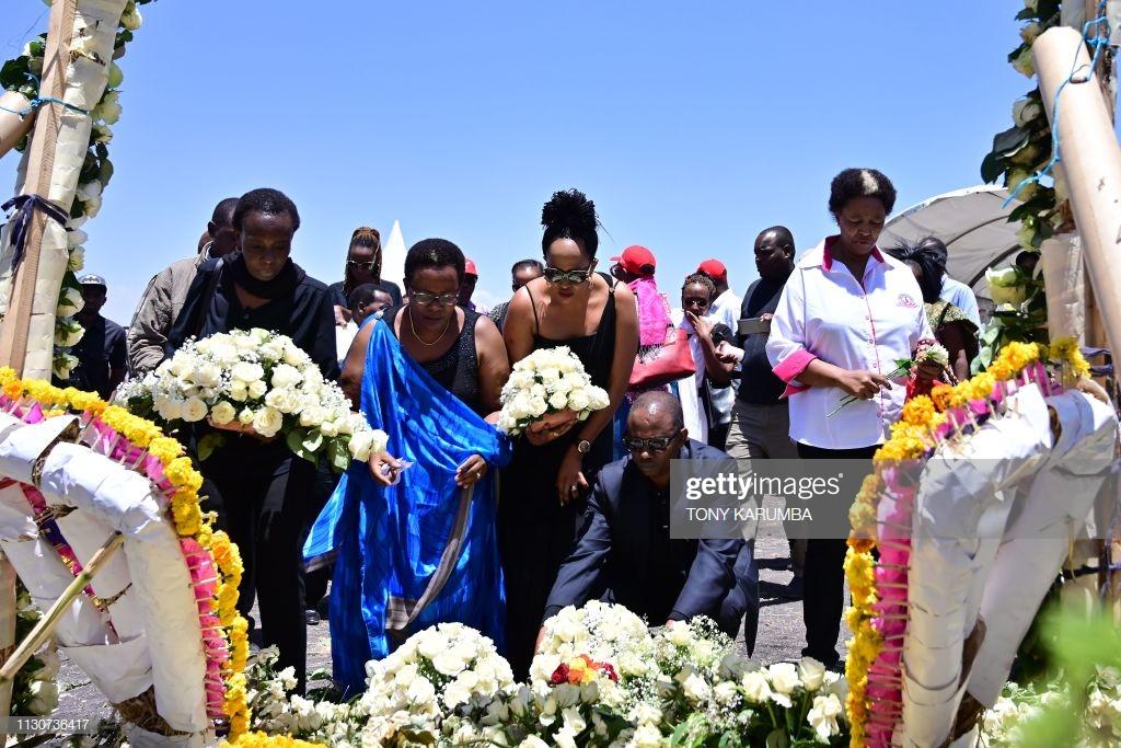 Ethiopian-Airlines-17 (28 Photos) Crash Ethiopian Airlines : Les familles des victimes sur les lieux de l'accident pour rendre hommage à leurs proches disparus.