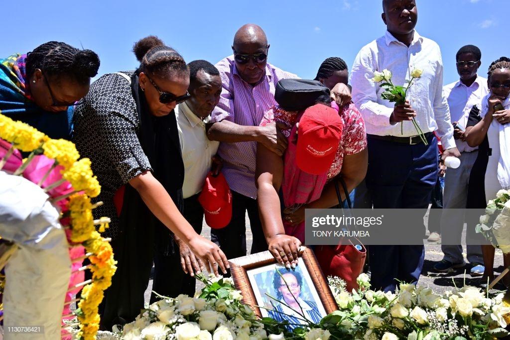 Ethiopian-Airlines-18 (28 Photos) Crash Ethiopian Airlines : Les familles des victimes sur les lieux de l'accident pour rendre hommage à leurs proches disparus.