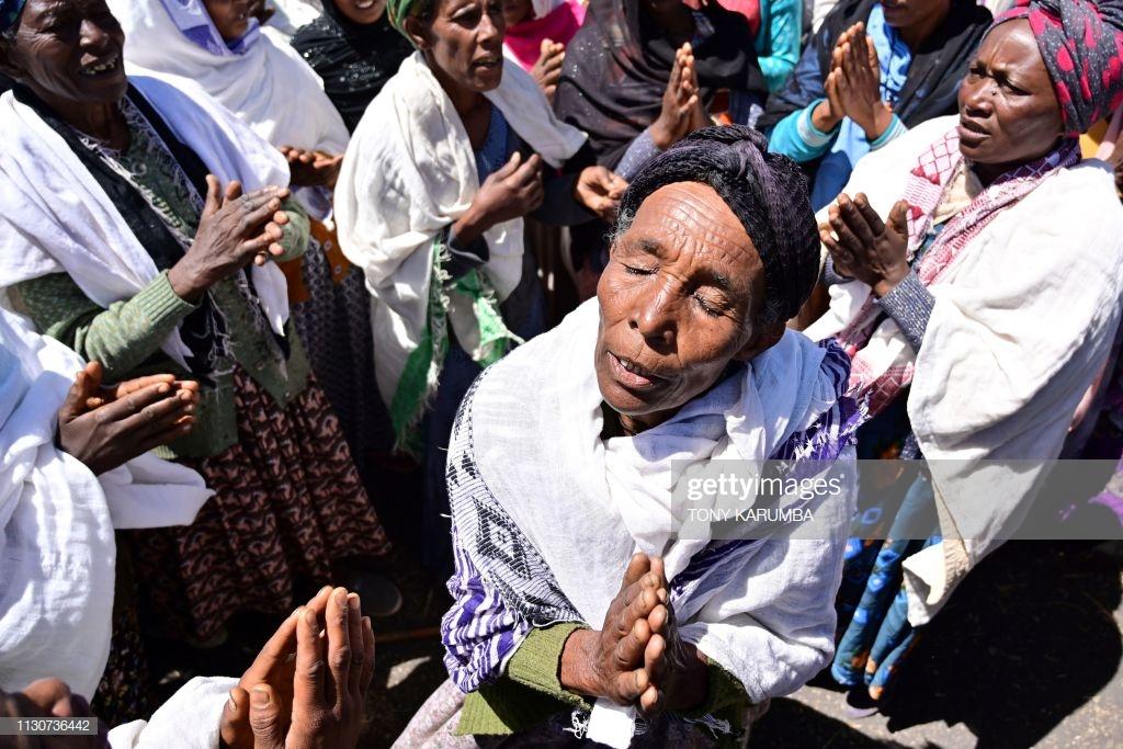 Ethiopian-Airlines-19 (28 Photos) Crash Ethiopian Airlines : Les familles des victimes sur les lieux de l'accident pour rendre hommage à leurs proches disparus.