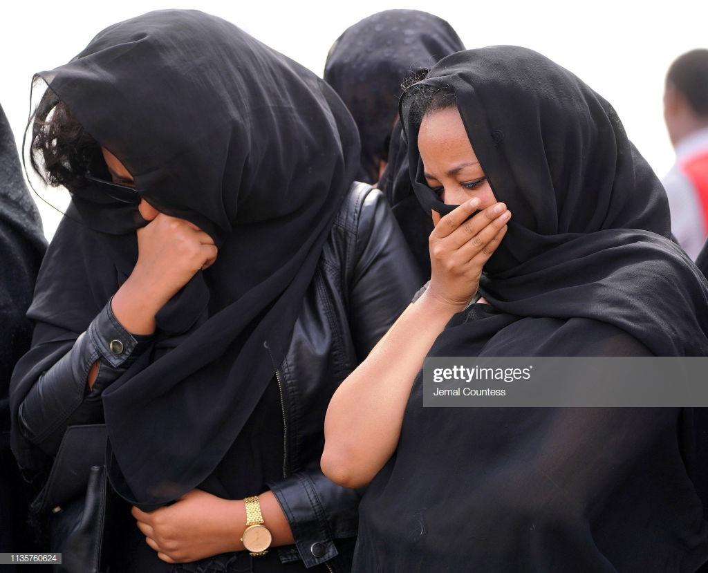 Ethiopian-Airlines-21 (28 Photos) Crash Ethiopian Airlines : Les familles des victimes sur les lieux de l'accident pour rendre hommage à leurs proches disparus.