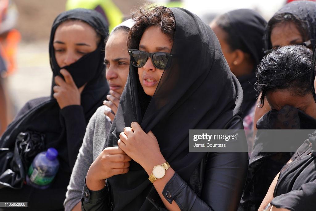 Ethiopian-Airlines-22 (28 Photos) Crash Ethiopian Airlines : Les familles des victimes sur les lieux de l'accident pour rendre hommage à leurs proches disparus.
