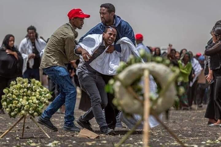 Ethiopian-Airlines-24 (28 Photos) Crash Ethiopian Airlines : Les familles des victimes sur les lieux de l'accident pour rendre hommage à leurs proches disparus.