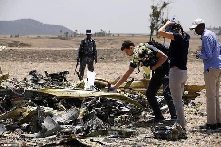 Ethiopian-Airlines-25 (28 Photos) Crash Ethiopian Airlines : Les familles des victimes sur les lieux de l'accident pour rendre hommage à leurs proches disparus.