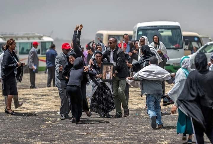 Ethiopian-Airlines-26 (28 Photos) Crash Ethiopian Airlines : Les familles des victimes sur les lieux de l'accident pour rendre hommage à leurs proches disparus.