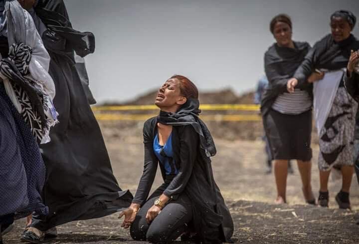 Ethiopian-Airlines-28 (28 Photos) Crash Ethiopian Airlines : Les familles des victimes sur les lieux de l'accident pour rendre hommage à leurs proches disparus.