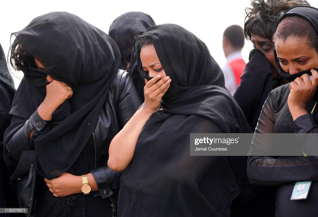 Ethiopian-Airlines-7-3 (28 Photos) Crash Ethiopian Airlines : Les familles des victimes sur les lieux de l'accident pour rendre hommage à leurs proches disparus.