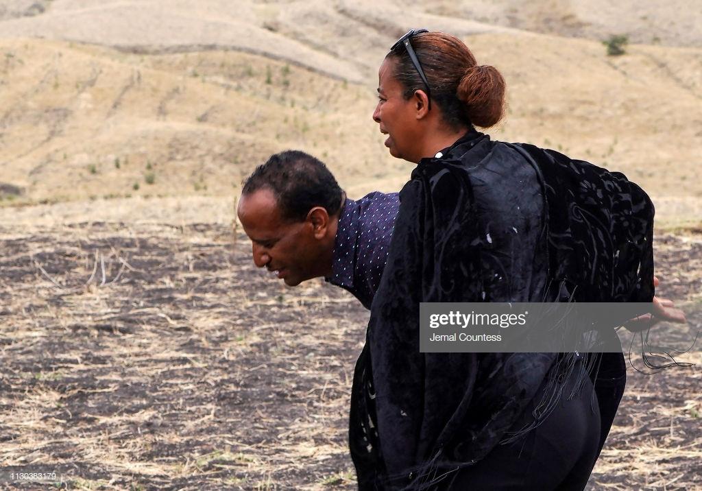 Ethiopian-Airlines-9-2 (28 Photos) Crash Ethiopian Airlines : Les familles des victimes sur les lieux de l'accident pour rendre hommage à leurs proches disparus.