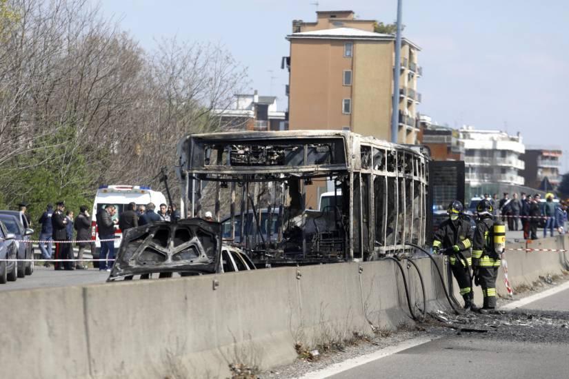 a8842b0bb4291b86b159f85e2e908eb6 Qui est Ousseynou Sy, le chauffeur sénégalais qui a incendié le bus qui transportait des écoliers ?