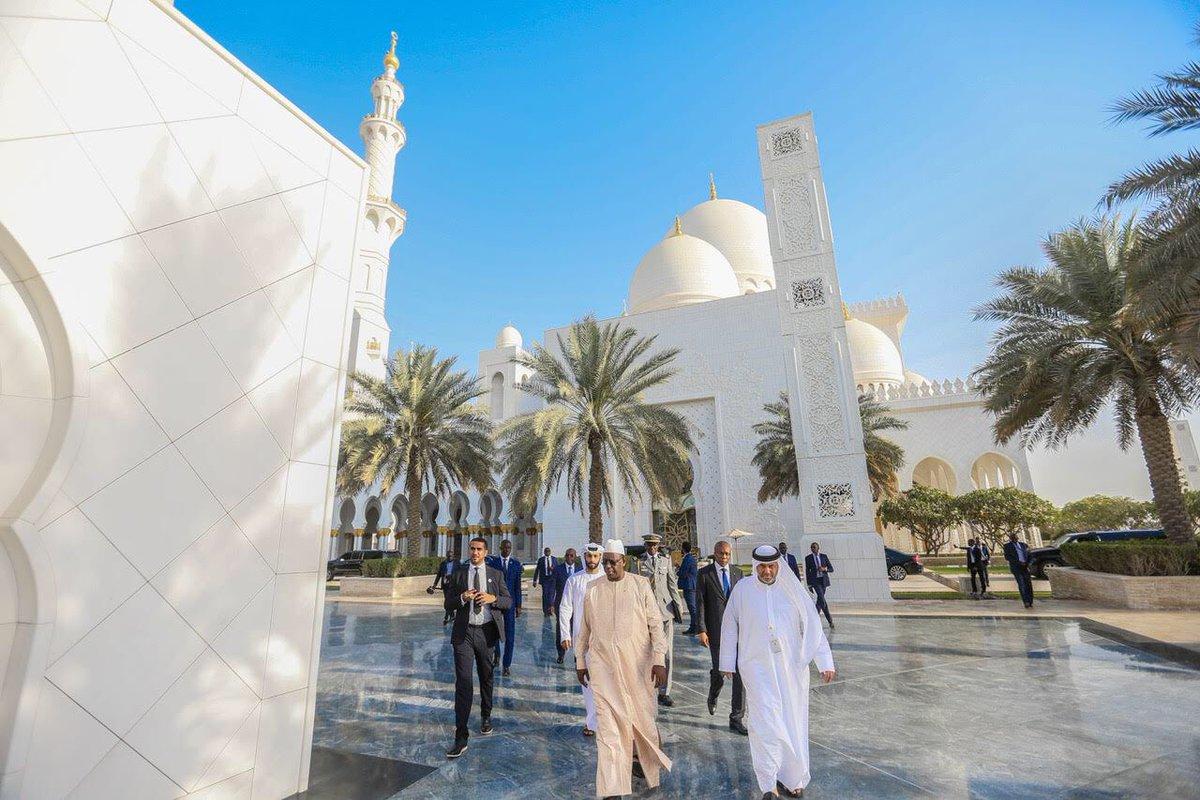 macky-sall-2-1 (Vidéo) La prière du président Macky Sall qui fait le buzz à Abu Dhabi…