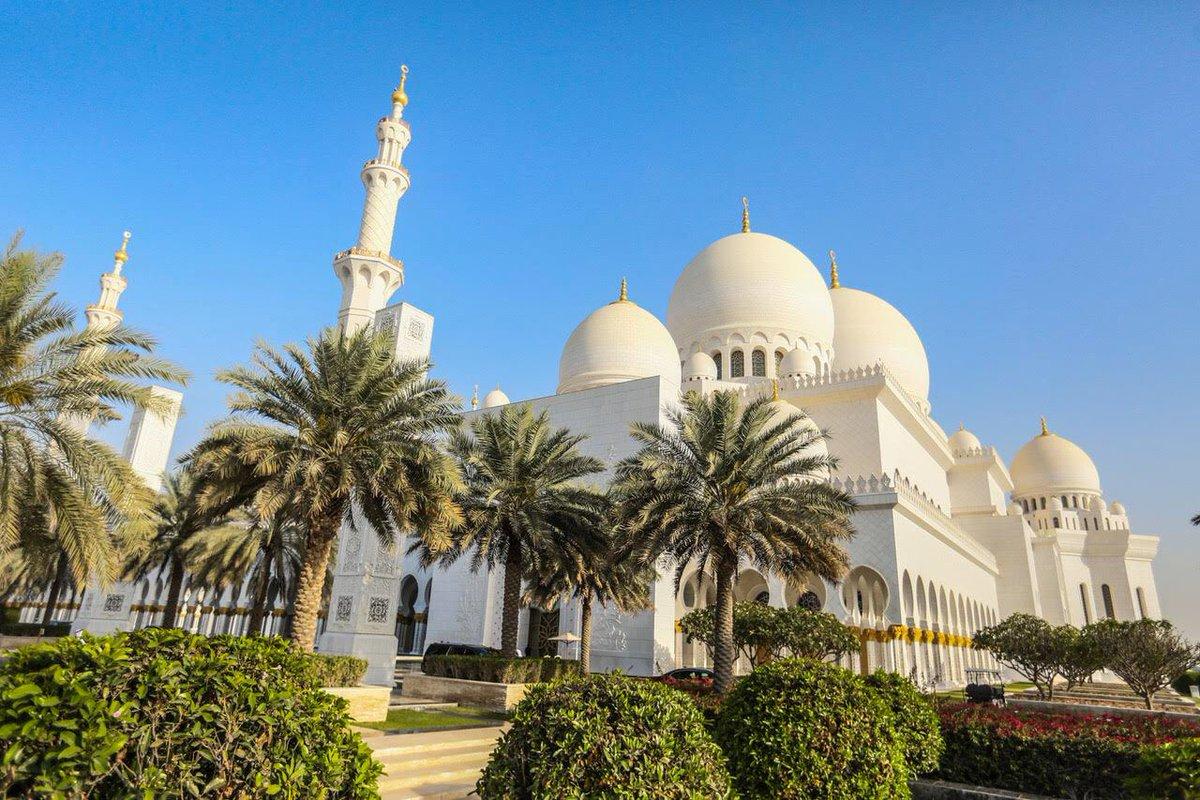 macky-sall-3-1 (Vidéo) La prière du président Macky Sall qui fait le buzz à Abu Dhabi…