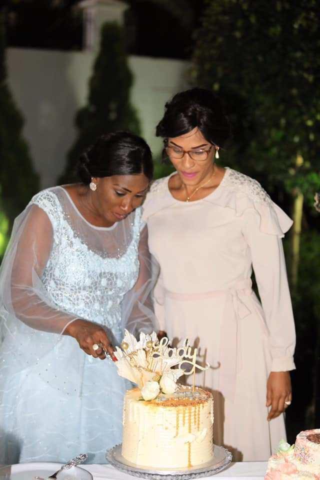 Lady-Sarjo-Barrow-2-1 L'anniversaire royal et les tenues de rêve de la Niarel d'Adama Barrow (Vidéo)