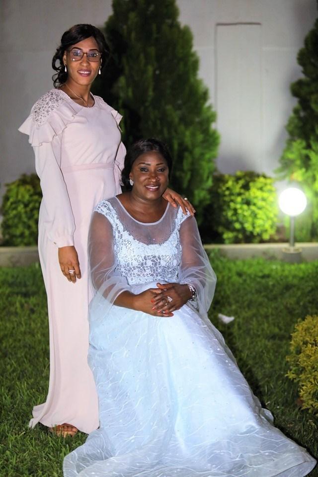 Lady-Sarjo-Barrow-5-1 L'anniversaire royal et les tenues de rêve de la Niarel d'Adama Barrow (Vidéo)