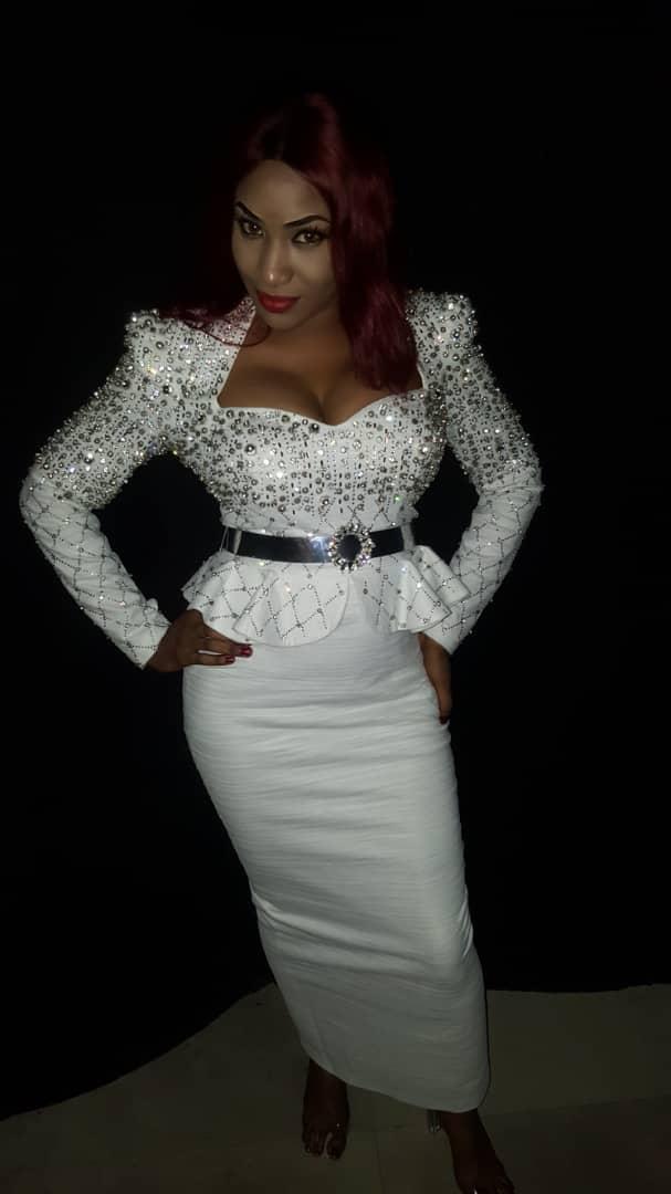ed9f84dc-e1e9-468e-8d56-e4bf4ae358f1 Tabaski - la chanteuse Sadia débarque avec un magnifique tenue (photos)